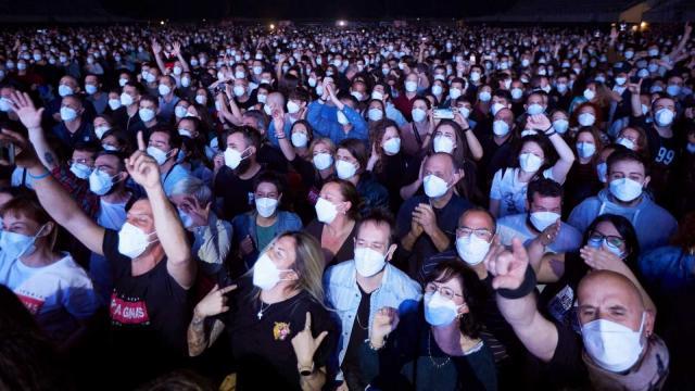 5.000 personas en un concierto en vivo de