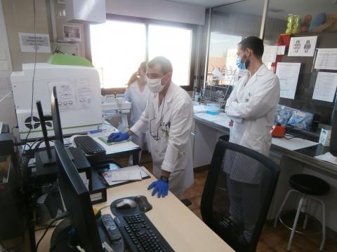 Grupo de médicos militares evalúan resultados. (Foto Antonio Rodríguez Jiménez)