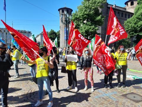 I manifestanti chiedono una data di riapertura