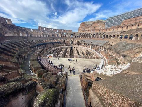 Dopo 90 giorni riapre il Colosseo: Prima volta senza turisti, ora ... - fanpage.it