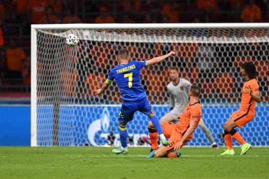 El golazo de Yarmolenko descompuso el partido (@EURO2020)