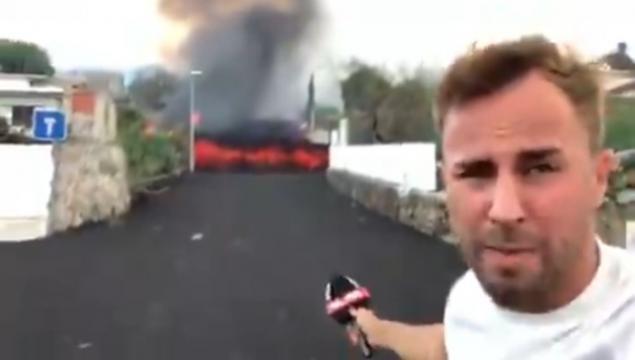 El reportero grabó a solo 10 metros de la lava (@alejandrogueztv)