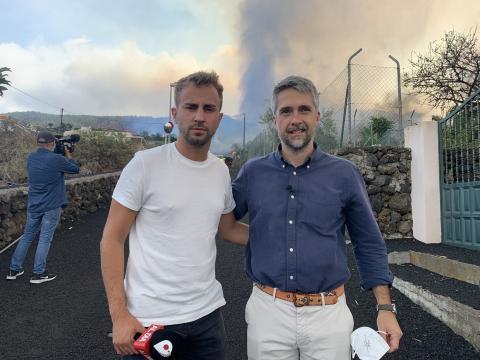El reportero también se tomó una fotografía cerca el lugar. (Fuente: Twitter @alejandrogueztv)