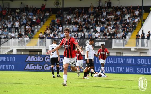 Daniel Maldini al primo gol in maglia rossonera la leggenda continua - foto di acmilan.com